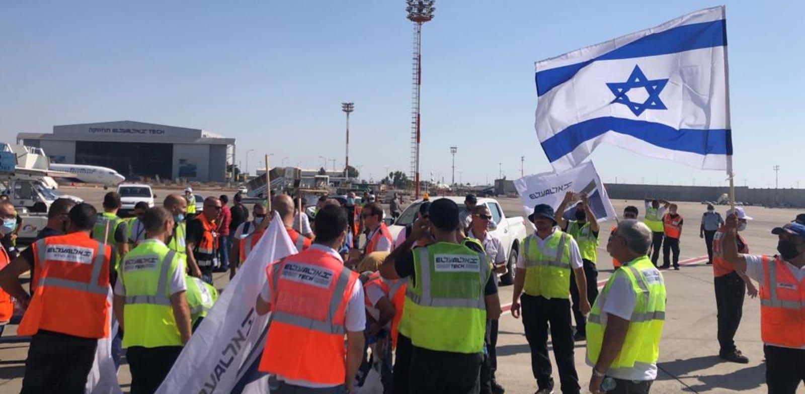 מחאת עובדי אל על מול מטוס ראש הממשלה בנתב''ג בחודש שעבר / צילום: ועד עובדי אל על