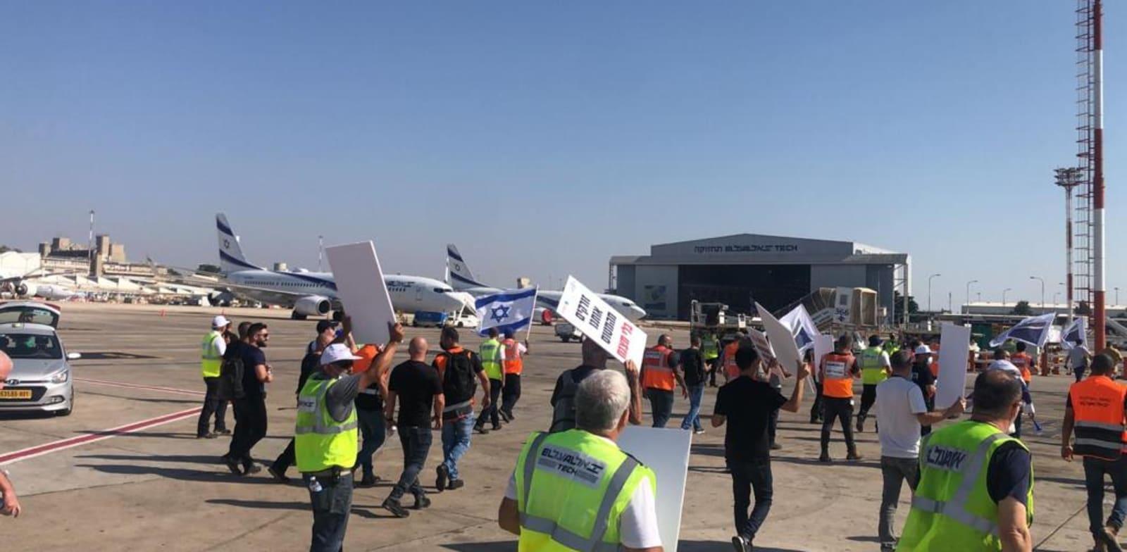 מחאת עובדי אל על מול מטוס ראש הממשלה בנתב''ג / צילום: ועד עובדי אל על