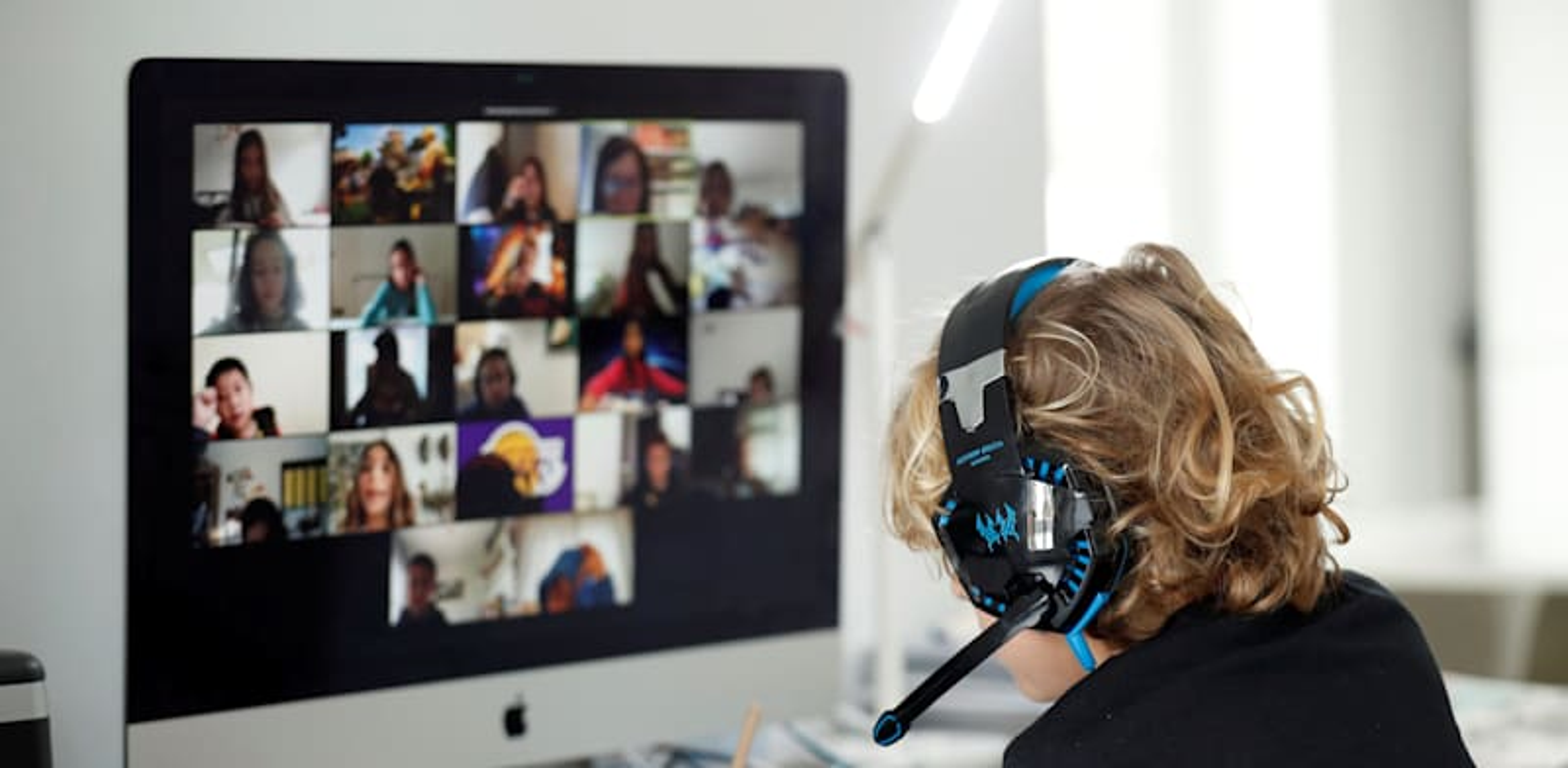 לימודים בזום / צילום: Reuters, Albert Gea