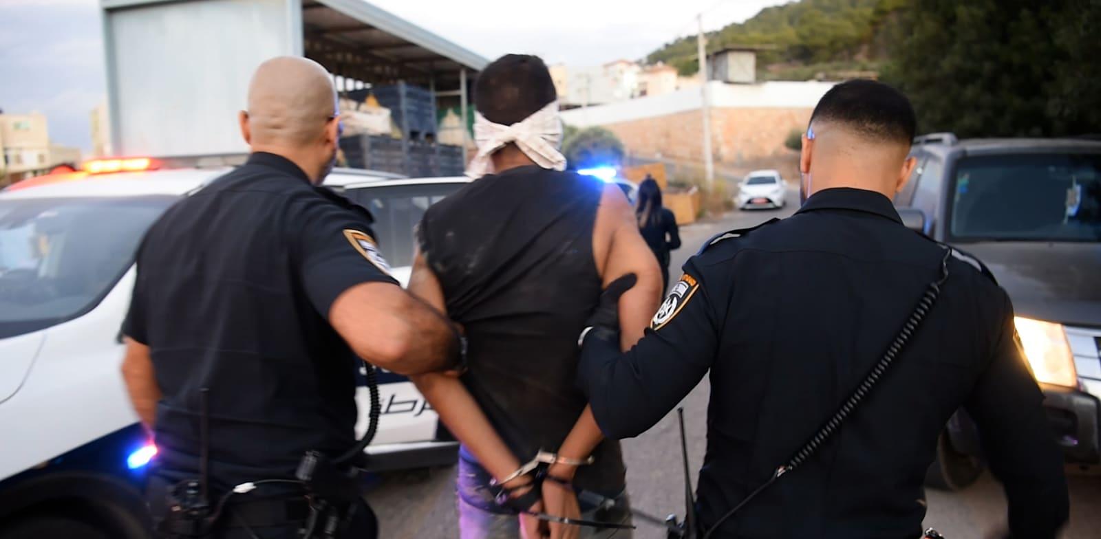 רגעי לכידת האסירים הנמלטים / צילום: דוברות המשטרה