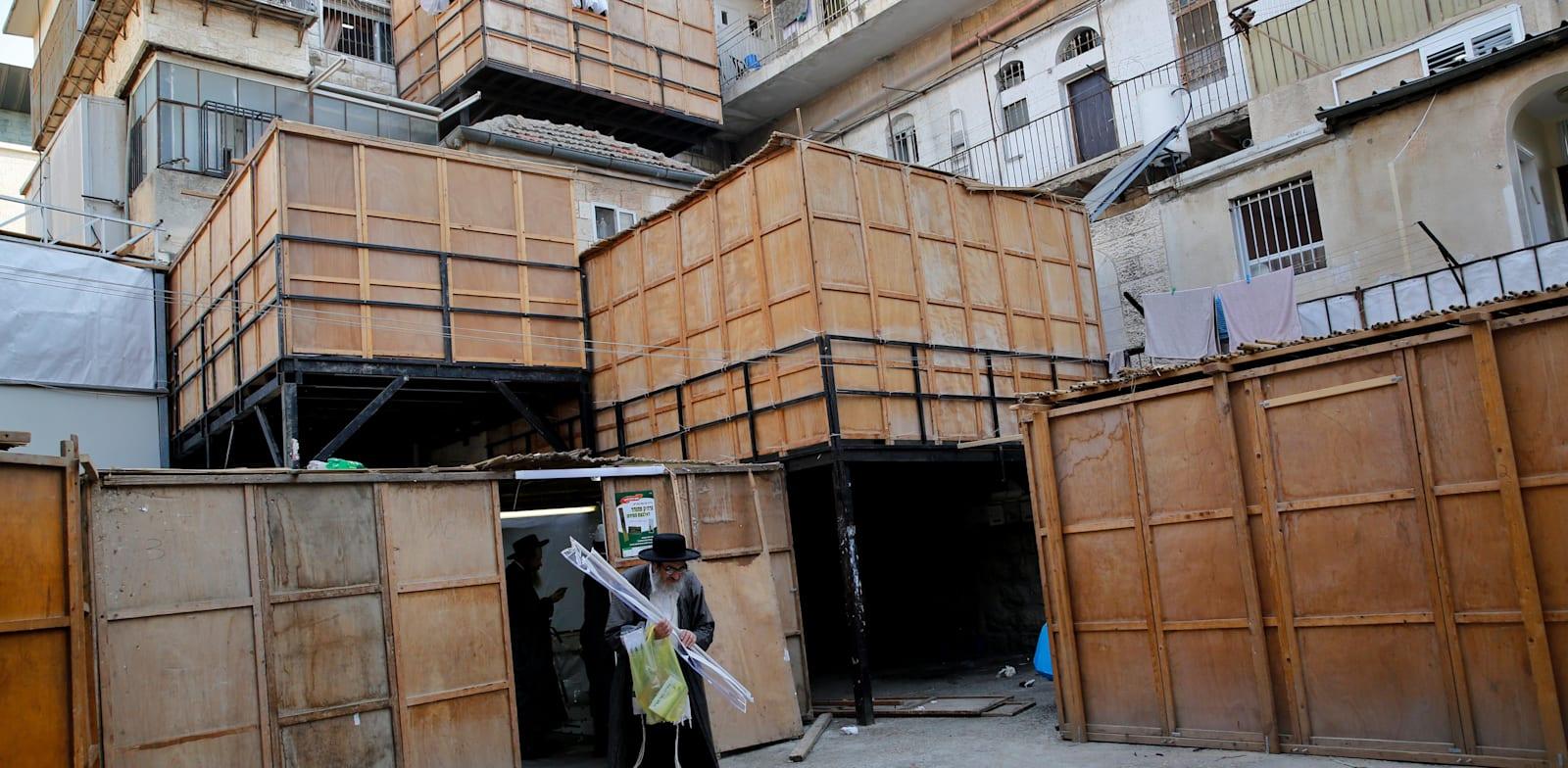סוכות בירושלים. התעשייה סביב בנייתן מתחילה כבר באלול / צילום: Shutterstock, א.ס.א.פ קריאייטיב