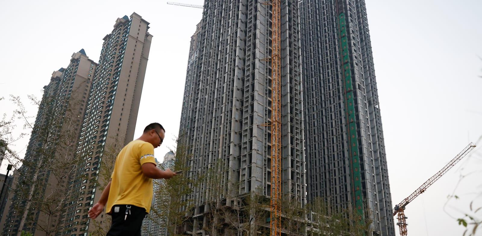 פרויקט של אוורגרנד בבנייה בסין / צילום: Reuters, Carlos Garcia Rawlins