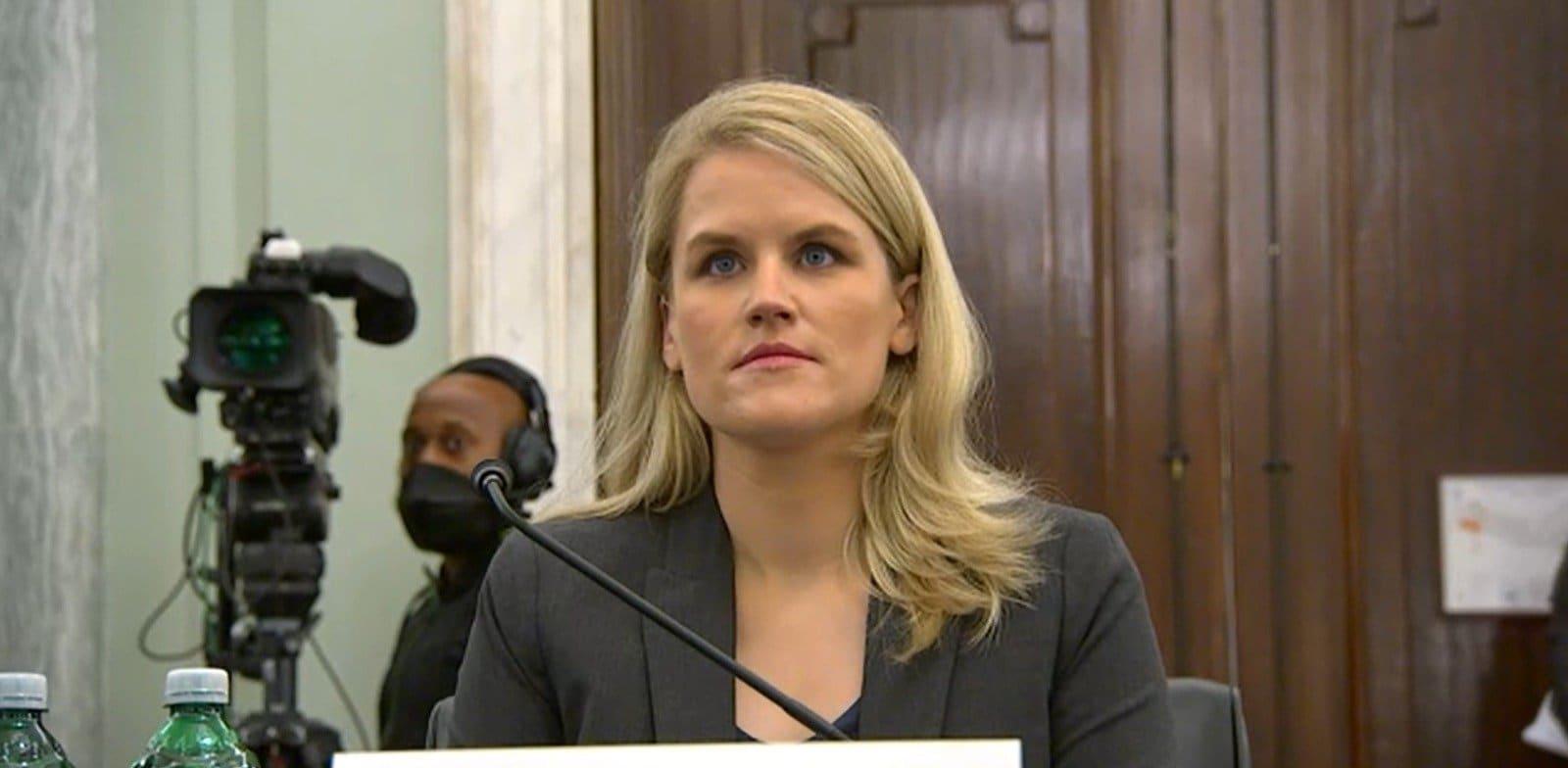 פרנסיס האוגן מעידה בפני הסנאט / צילום: צילום מסך