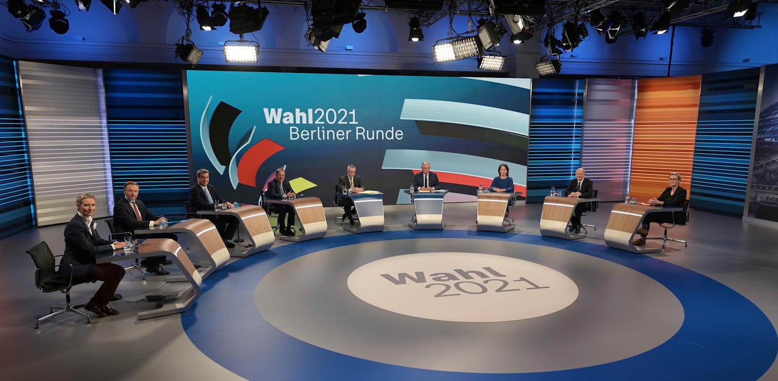 ליל הבחירות בגרמניה. נציגי כל המפלגות יושבים באולפן הטלוויזיה, ומחכים להכרעה / צילום: Associated Press, Sebastian Gollnow