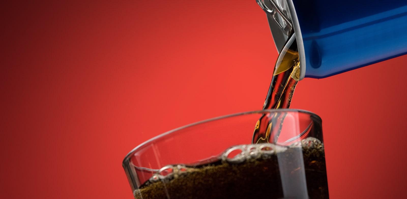 על-פי האגודה לבריאות הציבור, הישראלים קונים כ-780 מיליון ליטר משקאות קלים בשנה / צילום: Shutterstock