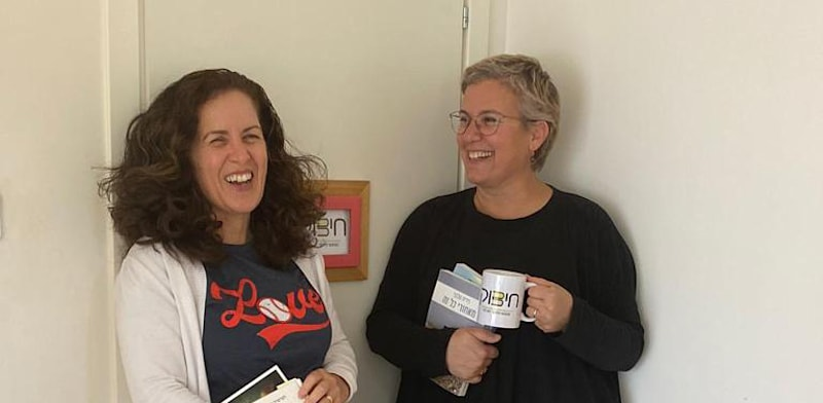 רננה בן־ארי ותמי פישל, בעלות ב''חיBוק'' - עסק חברתי לפעילות לגיל השלישי / צילום: תמונה פרטית