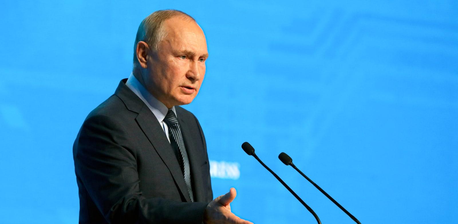 ולדימיר פוטין נואם במסגרת אירועי שבוע האנרגיה של רוסיה, אתמול / צילום: Associated Press, Mikhail Metzel, Sputnik, Kremlin Pool