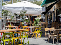 בית קפה ריק בתקופת הסגר / צילום: כדיה לוי