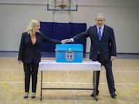 בנימין נתניהו + שרה מצביעים בקלפי ביום הבחירות / צילום: מארק ישראל סלם - הג'רוזלם פוסט