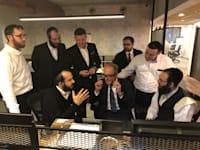 חלל העבודה ביזמאקס לסטארט-אפים חרדים בירושלים. למצולמים אין קשר לכתבה / צילום: ביזמקס