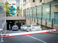 חניון של בניין רב קומות / צילום: שלומי יוסף