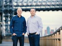 """ירון גלאי (מימין) ודייויד קוסטמן (משמאל), מנכ""""לים משותפים של אאוטבריין outbrain / צילום: נועם גלאי"""