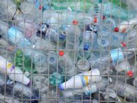 כלוב מיחזור בקבוקים / צילום: איל יצהר