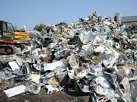 אתר פסולת אלקטרונית. בשנת 2020 יותר מ־90% מהמשאבים הגלובלית לא עברו שימוש חוזר או מיחזור / צילום: איל יצהר