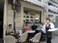 בית קפה קדוש ירושלים - מלצרים / צילום: איל יצהר