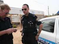 שוטרים - ניידת משטרה / צילום: עינת לברון