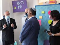 """ראש הממשלה בביקור בבית ספר / צילום: קובי גדעון-לע""""מ"""