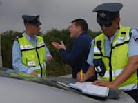 שוטרים נותנים דוחות תנועה - רפורט / צילום: אייל פישר