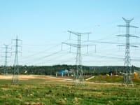 עמודי חשמל / צילום: תמר מצפי