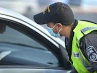 שוטרים אוכפים את כיום ההנחיות באוקטובר 2020 / צילום: דוברות משטרת ישראל