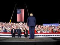 """דונלד טראמפ, נשיא ארה""""ב, בעצרת בחירות בקרולינה הצפונית / צילום: רויטרס/TOM BRENNER"""