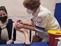 """מד""""א מחסן את תושבי קרני שומרון - חיסון קורונה / צילום: דוברות מד""""א"""
