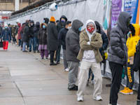 אנשים מחכים בתור לבדיקת קורונה בניו יורק / צילום: Reuters, Ron Adar / SOPA Images/Sipa USA