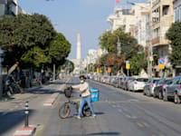"""רחוב ריק בת""""א בזמן הסגר השלישי / צילום: איל יצהר"""