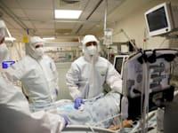 מחלקת הטיפול בחולי קורונה באיכילוב / צילום: Reuters, Ronen Zvulun