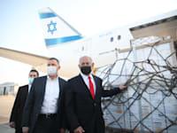ראש הממשלה נתניהו ושר הבריאות אדלשטיין מקבלים משלוח נוסף של חיסוני פייזר / צילום: מוטי מילרוד-הארץ
