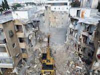 הריסת הבניין ברחוב בודנהיימר / צילום: אילן וישקובסקי