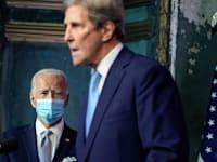 הנשיא ביידן והציר העולמי לענייני אקלים קארי / צילום: Reuters, Joshua Roberts