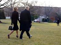 הנשיא והגברת הראשונה לשעבר, דונלד ומלאניה טרמאפ, עוזבים את הבית הלבן בפעם האחרונה, ביום רביעי / צילום: Associated Press, Alex Brandon