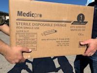 קופסאות חיסונים נגד קורונה מועברות לרשות הפלסטינית במעבר ביטוניא / צילום: משרד הביטחון