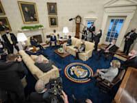 הנשיא ביידן במפגש עם סנאטורים רפובליקאים, השבוע / צילום: Reuters, Pool/ABACA