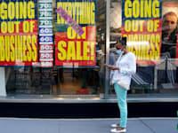 חנות שנסגרה במנהטן בשל מגפת הקורונה / צילום: Reuters, Carlo Allegr