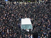 הלוויה המונית של הרבי סלובייצ'יק בירושלים בסוף החודש / צילום: Associated Press, Ariel Schalit
