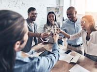 עובדים מאושרים יוצרים חברה מאושרת / צילום: Shutterstock