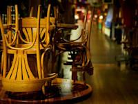 אילוסטרציה של מסעדה סגורה / צילום: Shutterstock, Max Lindenthaler