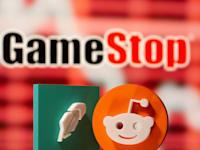 אילוסטרציה של הלוגו של גיימסטופ לצד לוגו של רדיט ואפליקצית רובין הוד / צילום: Reuters, Dado Ruvic