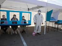 הכנות לקראת הבחירות הרביעיות / צילום: Associated Press, Sebastian Scheiner
