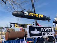 מיצג מחאה לפתיחת ועדת חקירה בפרשת הצוללות / צילום: ניצן שפיר