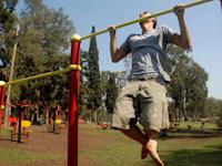 אימוני כושר בפארק / צילום: תמר מצפי