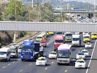 המס התופח על הדלק למשאיות פוגע בסופו של יום בכיס של הצרכנים / צילום: תמר מצפי