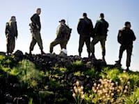 """גנץ בני + חיילים בתרגיל של חטיבת גולני / צילום: דובר צה""""ל"""