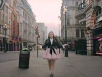 נועה קירל בפרסומת ל־yes+ בינתיים לא הכי הכי / צילום: צילום מסך