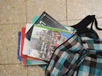 ספרי לימוד + ילקוט , תיק בית ספר / צילום: איל יצהר
