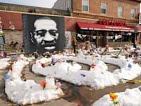 איור לזכרו של ג'ורג' פלויד במינאפוליס / צילום: Associated Press, Jim Mone File