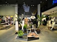 """חנות פומה החדשה בנמל ת""""א / צילום: Smirnov Productions"""