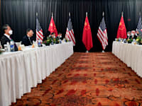 מפגש הפסגה של בכירי הממשל האמריקאי והסיני באלסקה, ביום חמישי / צילום: Associated Press, Frederic J. Brown